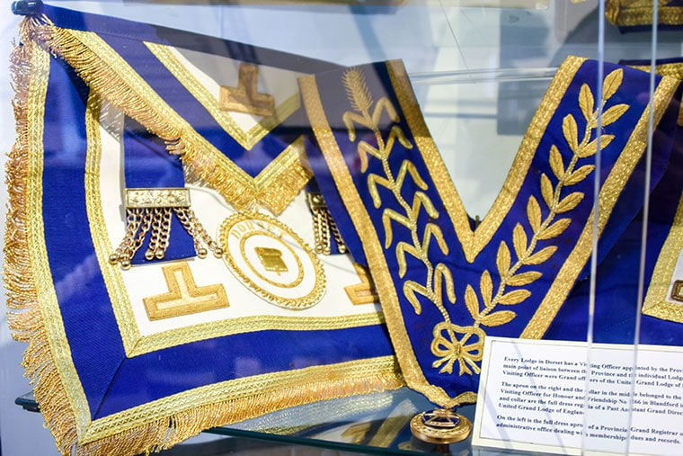 Blandford Freemasons have made a donation to Blandford's Fashion Museum.