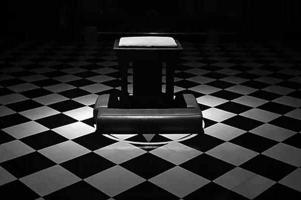 The color black Freemasonry